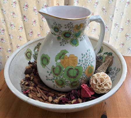 Potpourri in jug and bowl
